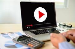 VIDEO die Audiovideo, markt Interactieve kanalen, Bedrijfsmedia Technologieinnovatie Marketing technologieconcept OP DE MARKT BRE stock afbeeldingen
