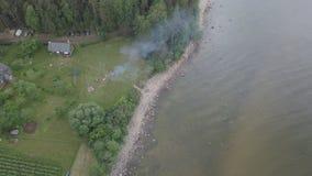 Video för bästa sikt 4K UHD för surr för Roja Lettland Östersjön sjösida flyg- Arkivbild