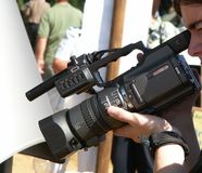 video för kameraholdingman Arkivfoto