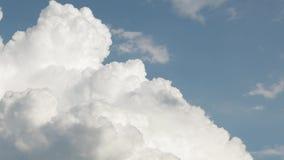 Video för molnig himmel för Tid schackningsperiod arkivfilmer