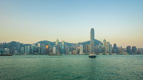 Video för Tid schackningsperiod av Hong Kong horisont med Victoria Harbour i den Hong Kong staden Timelapse stock video
