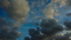Video för Tid schackningsperiod av moln och himmel arkivfilmer