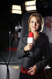 video för tv för kameranyheternareporter royaltyfri bild