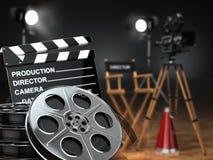 Video, film, concetto del cinema Retro macchina fotografica, bobine, ciac Fotografia Stock Libera da Diritti