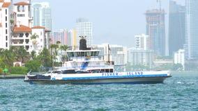 Video-Fisher Island Ferry auf Lager in der Bewegung stock video