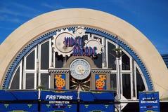 Video galleria in mondi Tomorrowland di Disney Immagine Stock Libera da Diritti