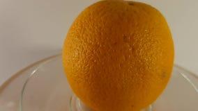 Video 360 gradi, arancia matura dai lati differenti Frutta e vitamine Alimento vegetale stock footage