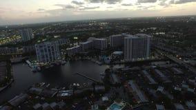 Video Hallandale aereo FL al crepuscolo 3 video d archivio