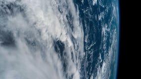 3 video in1 Planetjord som ses från ISSEN Beståndsdelar av denna video som möbleras av NASA stock video