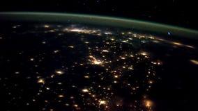 3 video in1 Planetjord som ses från ISSEN Jord och Aurora Borealis från ISS Beståndsdelar av denna video som förbi möbleras lager videofilmer
