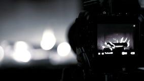 Video processo della fucilazione del camino con la macchina fotografica di DSLR - in bianco e nero archivi video