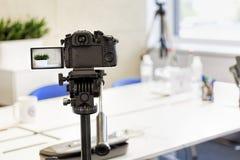 Video produktion, kamera, television, tv, film, bakgrund, camcorder som är digital, utrustning, film, ocus på kamera royaltyfria foton