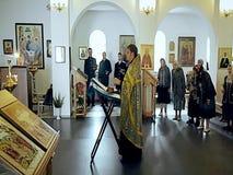 Video's van de goddelijke diensten in de Orthodoxe Kerk in het Kaluga-gebied van Rusland stock video