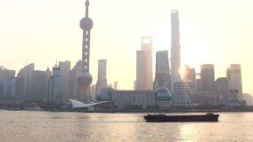 Video: Shanghai Sunrise. Video: China Shanghai Huangpu River at Sunset stock video
