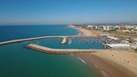 _ Video stad Quarteira som för fiskeport filmas med ett surr stock video