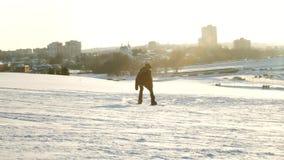 Video van de hellingen van de sneeuwski, liftlijnen en vallei van Park in Wasatch Zonnige dag met families op skis en snowboards