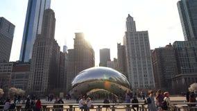 Video van toeristen die de boon in Chicago bezoeken stock footage