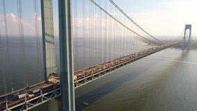Video Verrazano för flyg- surr bro New York stock video