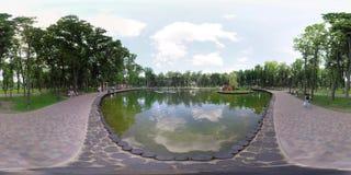 360 video witte zwanen in het meer stock videobeelden