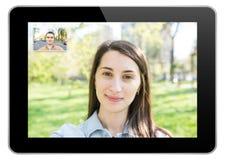 Videoanruf auf modernem schwarzem Tablet Stockfotos