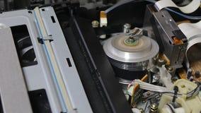 Videoband-Spieler VHSs nach innen stock footage