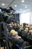 Videocámara de la TV en una conferencia. Fotos de archivo libres de regalías