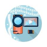 Videocamera con nastro adesivo del cinema su fondo Immagini Stock Libere da Diritti