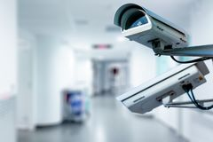 Videocamera di sicurezza del CCTV che funziona nell'ospedale fotografia stock libera da diritti
