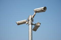 Videocamera di sicurezza del CCTV di tre direzioni sulla posta del ferro Immagine Stock Libera da Diritti
