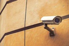 Videocamera di sicurezza del CCTV per sorveglianza della proprietà privata fotografie stock libere da diritti