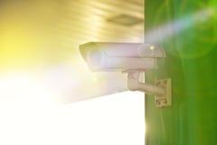 Videocamera di sicurezza industriale del CCTV con il chiarore di Sun fotografia stock libera da diritti