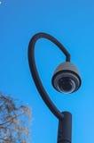 Videocamera di sicurezza nella città Fotografia Stock
