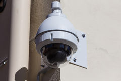 Videocamera di sicurezza sopraelevata di alta tecnologia Fotografia Stock Libera da Diritti