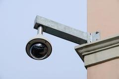 Videocamera di sicurezza sopraelevata di alta tecnologia Immagini Stock Libere da Diritti