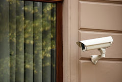 Videocamera di sicurezza sulla parete Immagine Stock Libera da Diritti