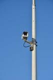 Videocamera di sicurezza sulla posta alta Fotografia Stock