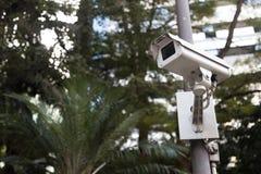 Videocamera di sicurezza in un luogo pubblico fotografia stock