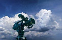 Videocamera professionale su un treppiede Fotografie Stock