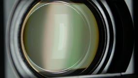 Videocameralens, die gezoem en glans, draaien tonen stock footage