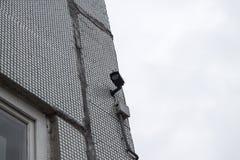 Videocameraveiligheidssysteem op de muur van het gebouw royalty-vrije stock afbeelding