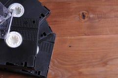 Videocintas viejas en la tabla foto de archivo libre de regalías