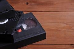 Videocintas viejas en la tabla fotografía de archivo