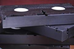 Videocintas viejas en la tabla imagenes de archivo