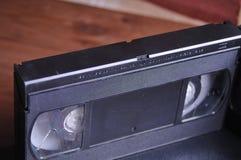 Videocintas viejas en la tabla fotos de archivo libres de regalías
