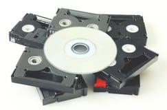 Videocintas y DVD aislados fotografía de archivo