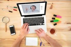 Videoconferentie, online onderwijs die, op Internet trainen royalty-vrije stock afbeeldingen