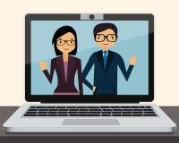 Videoconferentie op laptop in bureau Stock Afbeelding