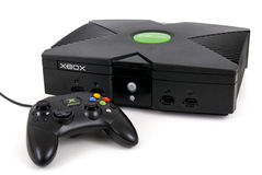 Videoconsola y regulador de Microsoft XBOX Imágenes de archivo libres de regalías