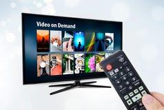 Videoen på - begära VOD service på smart TV Fotografering för Bildbyråer