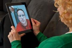 Videofernsprechen auf Digital-Tablette PC Lizenzfreies Stockfoto